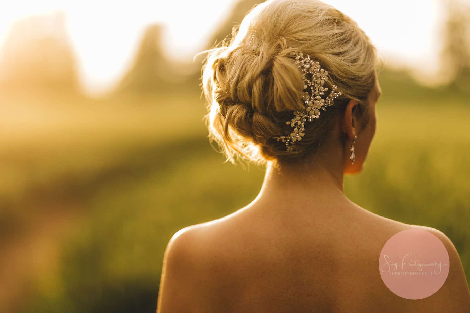 Golden hour photography, beautiful photo of brides hair