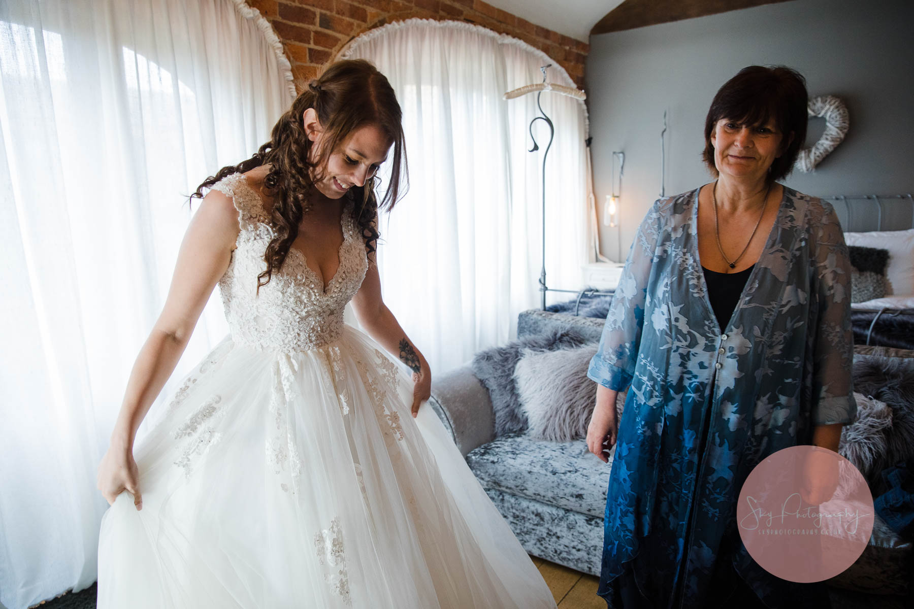 bride getting ready at dodmoor house bridal suite